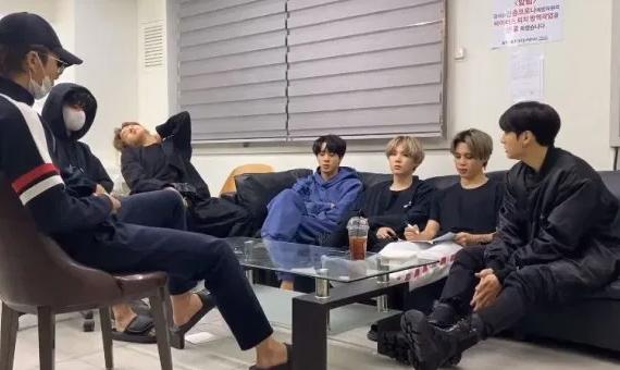 BTS gợi ý về bài hát mới cho đối thủ khi họ lên kế hoạch cho album mới